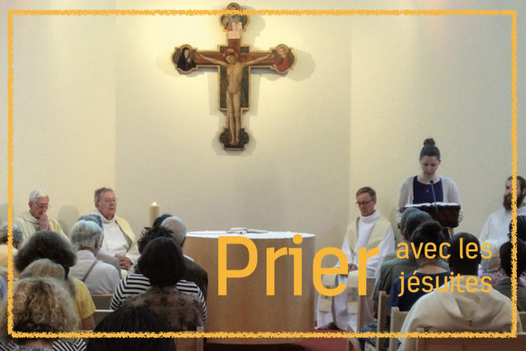 en célébrant la Liturgie et en lisant la Bible